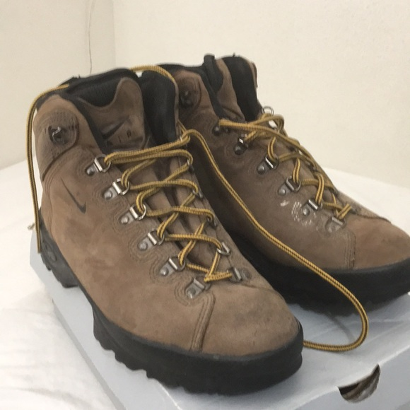 05ce6cccd54b50 Nike hiking boots. M 5aa303c4a44dbe57a05ddbb4. Other Shoes you may like.  Nike Air ACG ...